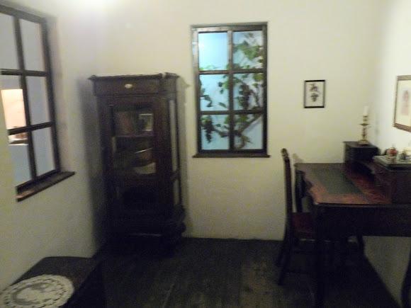 Шабо. Центр культуры вина. Музей. Экспозиция дома переселенцев из Швейцарии