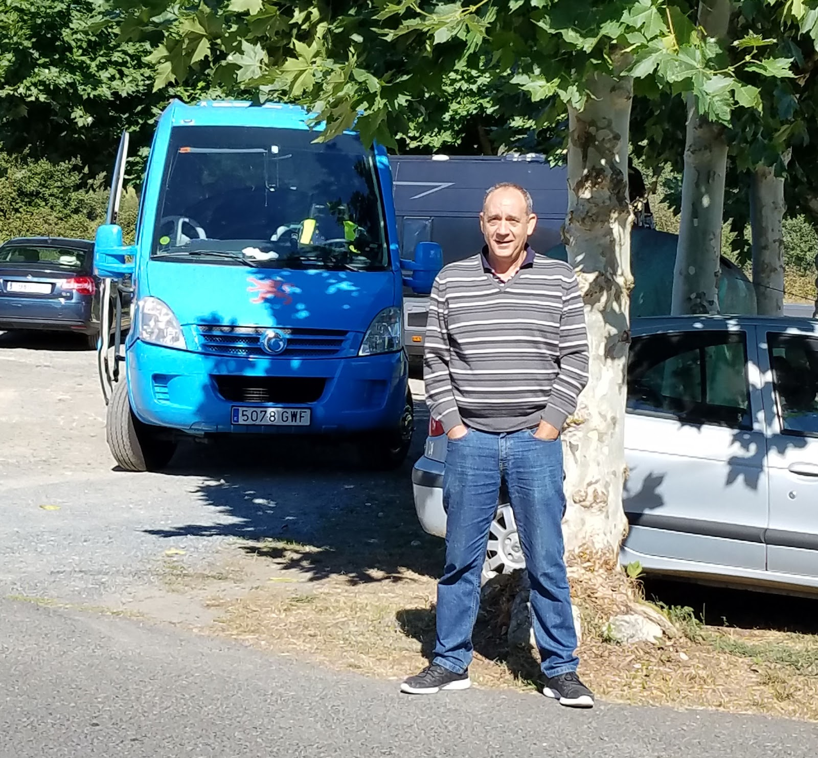 It was never difficult to find our fearless coachman Javier and our bright blue bus at the various checkpoints along the way.