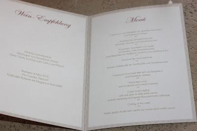Hochzeitsmenü, Monaco di Bavaria wine shades and wood grains, Hochzeitsmotto, heiraten 2017 im Riessersee Hotel Garmisch-Partenkirchen, Bayern, wedding venue, dunkelrot, dunkelgrün, Weinthema