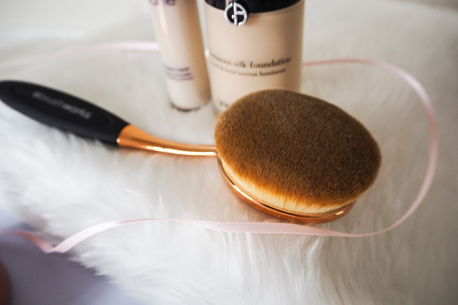 Large oval brush for foundation, contour and bronzer