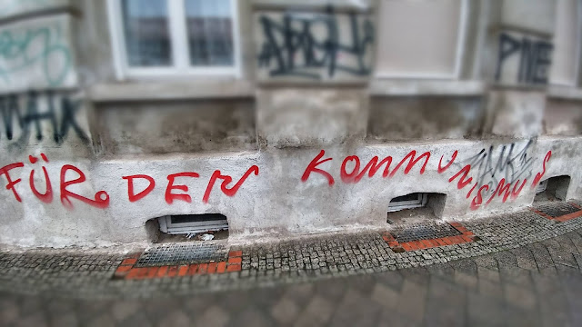 """""""für den Kommunismus"""" Wandmalerei"""