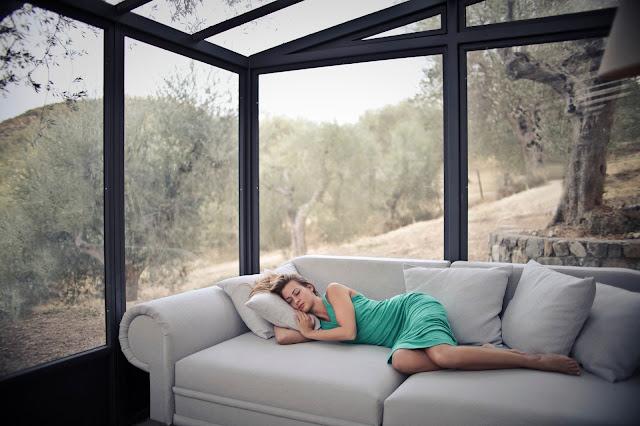 ¿Por qué deberías dormir 20 minutos a mitad del día?