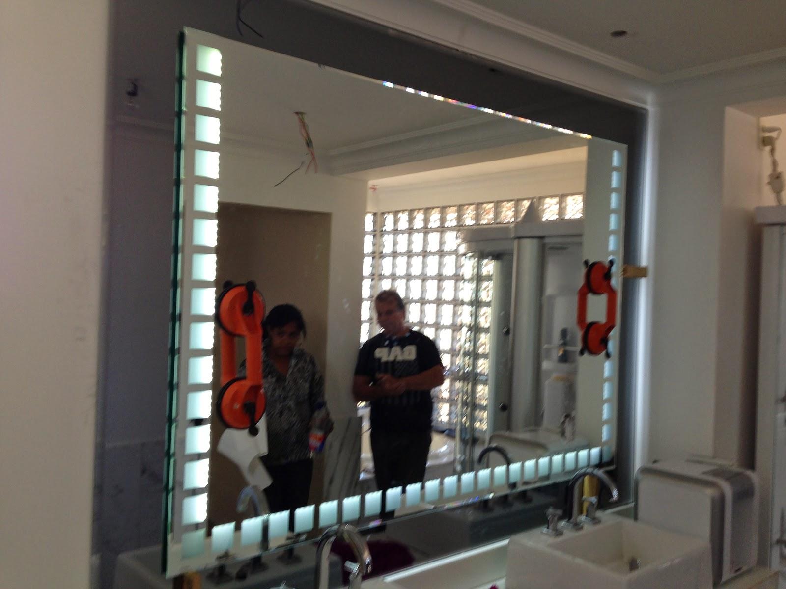 foto de espelho com luz de led fume e e prata
