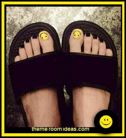 24 Pieces False Toe Nail with Designs Tips Black Yellow Smile Face Toenail Pedicure Patches Diy Press on Fake Toe Nails Gift