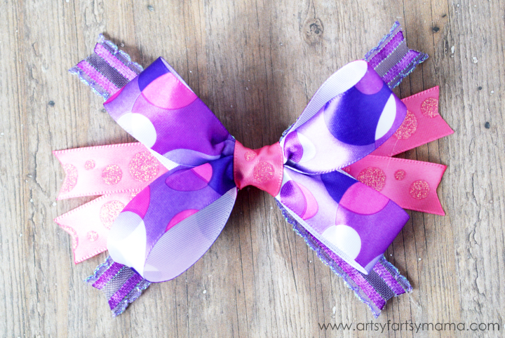 DIY Hair Bow at artsyfartsymama.com