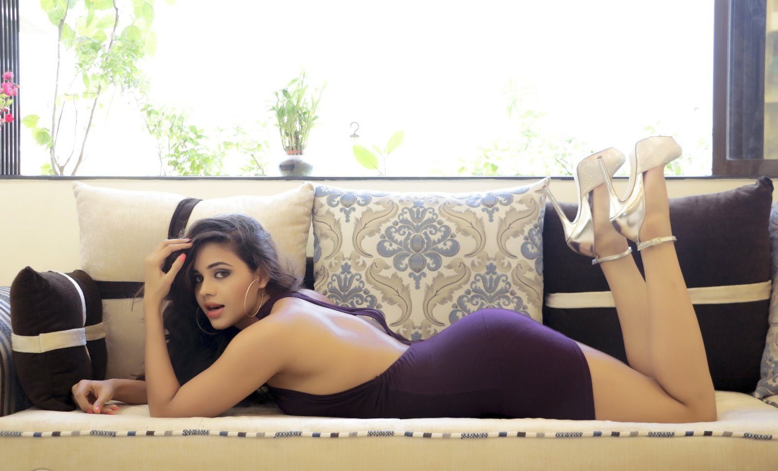 Parina Mirza hot legs, Parina Mirza sexy legs, Parina Mirza feet, Parina Mirza Ramzan hot sexy back