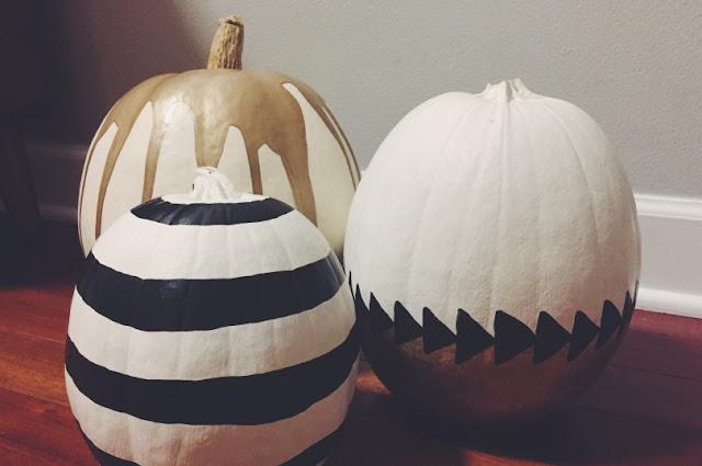 Белая тыква с пастельными треугольничками, Декор тыквы из шнура или веревки, Золотая тыква с виньеткой (МК), «Золото на бежевом» декор тыквы, Как правильно подготовить тыкву для поделок, Серебрёные тыквы своими руками, Тыква с блестками, Тыквенное трио — декор тыкв для композиции, Тыквы-смайлики на Хэллоуин (МК), Цветочно-фетровая тыква(МК), Черная тыква с золотистыми штрихами, Шикарные тыквы в стиле Shabby chic, красивое оформление тыкв на хэллоуин, красивое оформление тыкв для интерьера, как оформить тыкву на хэллоуин, чес можно оформить тыкву на Хэллоуин, идеи оформления тыкв на Хэллоуин, декор тыквы, тыквы в интерьере, украшение тыкв, как украсить тыкву га хэллоуин, hХэллоуин, 31 октября, Halloween, All Hallows' Eve, All Saints' Eve, тыквы на Хэллоуин, декор тыквы на Хэллоуин, украшение тыквы на Хэллоуин, декорирование тыквы, мастер-классы на Хэллоуин, как украсить тыкву на Хэллоуин, варианты декора тыквы, шикарные праздничные тыквы, День Благодарения, праздник урожая, тыквы на День благодарения, тыквы на Праздник урожая, тыквы для интерьера, декор интерьера на Хэллоуин, оформление интерьера тыквами, тыквы в интерьере, ttp://prazdnichnymir.ru/ Тыквы: шикарные идеи для дизайна + мастер-классы на Хэллоуин и праздник урожаяматериалы природные, поделки из тыквы, тыква, поделки из природных материалов, своими руками, поделки своими руками, материалы природные, поделки, мастер-класс, идеи поделок, Праздник урожая, поделки на Праздник урожая, Хэллоуин, поделки на Хэллоуин, шкатулки, декорирование тыкв, тыквы декоративные, интерьерный декор, тыквы для интерьера, украшение тыкв, оформление тыкв, декор осенний, для дома, аппликация, тыква с аппликацией, наклейки, смайлики, http://prazdnichnymir.ru/ Белая тыква с пастельными треугольничкамиТигрушки на Хэллоуин, Хэллоуин, поделки, поделки на Хэллоуин, поделки своими руками, оформление праздничное, декор на Хэллоуин, интерьер на Хэллоуин, тыквы, привидения, ведьмы, ужасы, украшения на Хэллоуин, Хэллоуин, ыквенное трио — деко