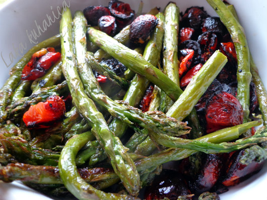 Oven roasted asparagus and cherry tomatoes by Laka kuharica: truly   special vegetarian dish.