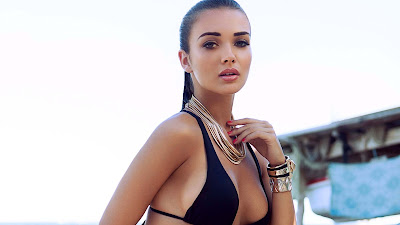 Hottest and sexy pictures of famous Hollywood Actress and Model Amy Jackson in high resolution