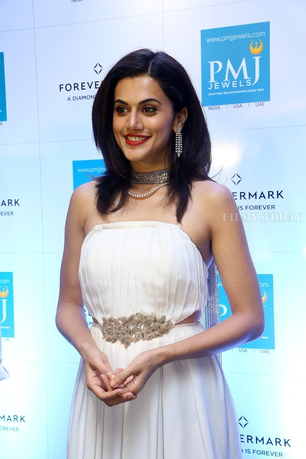 Taapsee Pannu launches Forevermark diamond collection in PMJ Jewels