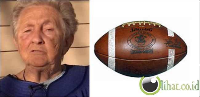 Nenek dan Bola