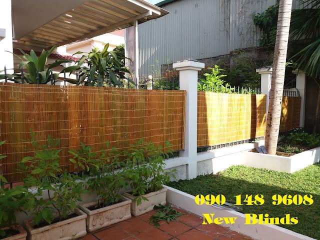 Hàng rào đẹp lên nhờ ốp bằng mành tre trúc