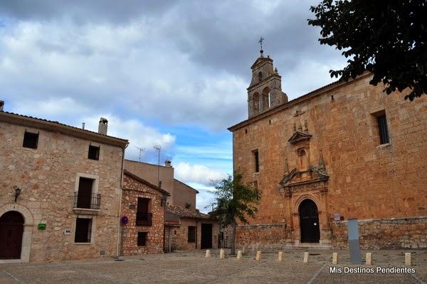 Plaza del Infante D. Juan Manuel e Iglesia de San Juan Bautista (Alarcón, España)