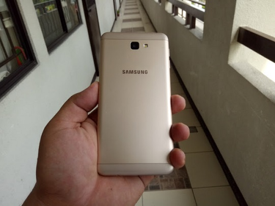 Samsung Galaxy J7 Prime Back