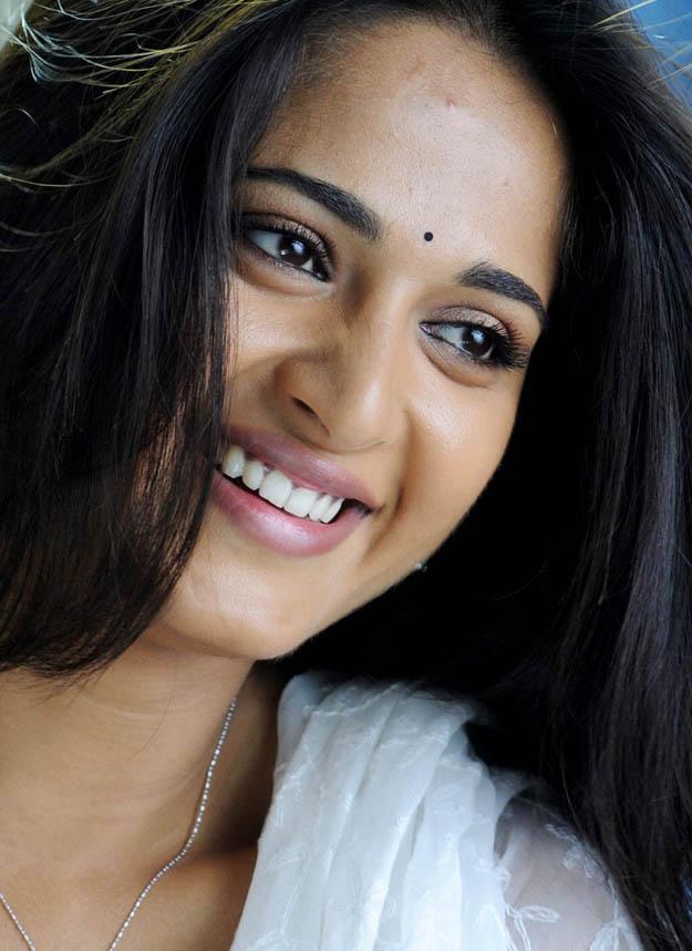 anushka shetty cute smile - photo #9