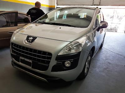Peugeot 3008, trabajo de sacabollos y micropintura