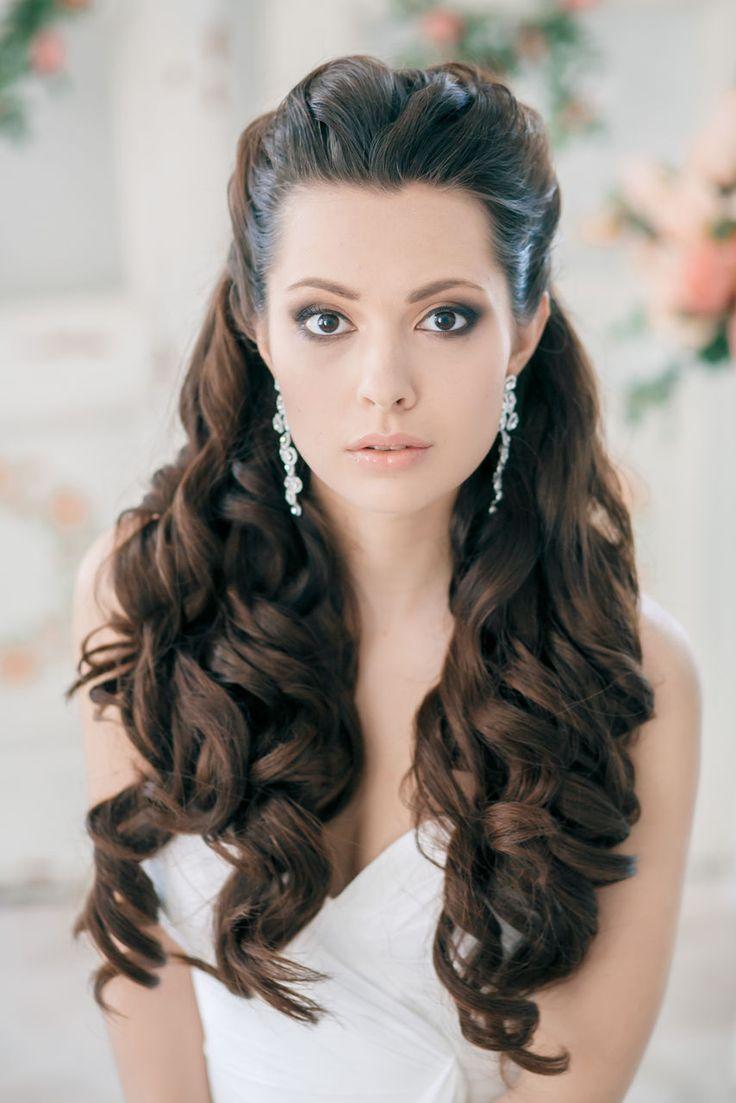 combinar con la fisionoma de tu rostro a si que preprate para ver el mejor catalogo de peinados de novia con pelo largo disfruta