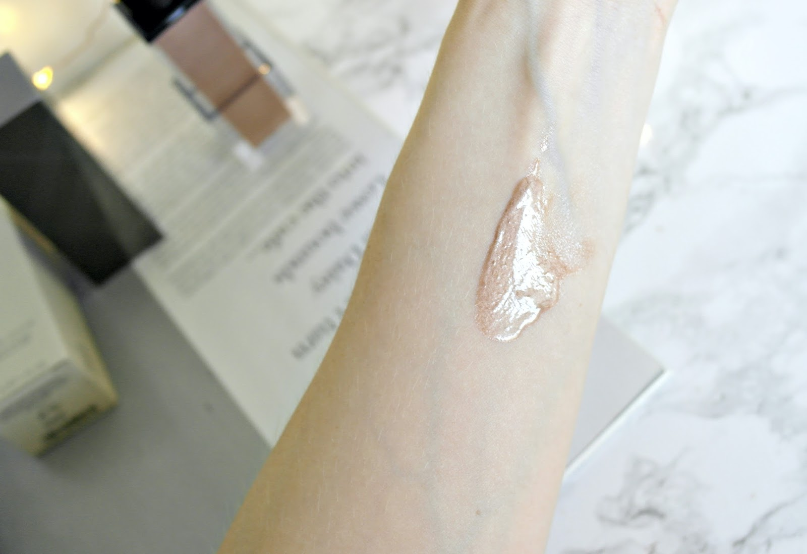 Burberry Fresh Glow Luminous Fluid Base review, swatches, shade 02