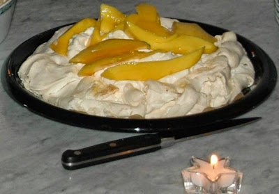 Pavlova met slagroom en fruit