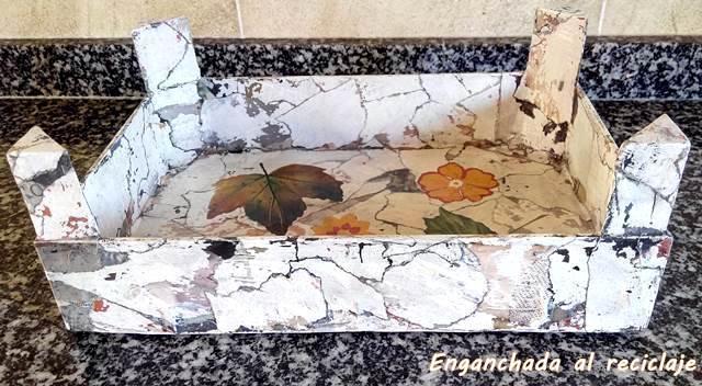 Bandeja imitación piedra decorada con decoupage - foto 2