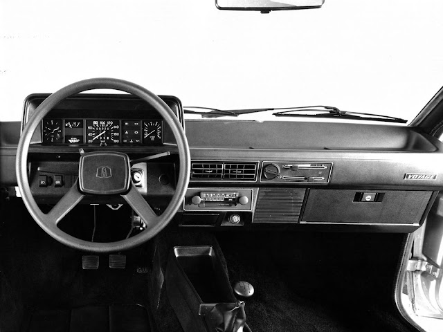 VW Voyage LS 1981 - interior
