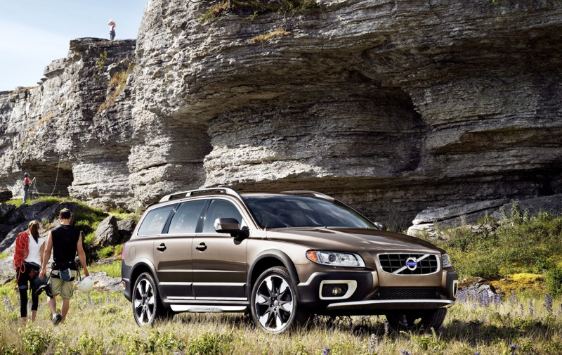 volvo xc70 hailed as 2012 executive crossover at 8th c. Black Bedroom Furniture Sets. Home Design Ideas