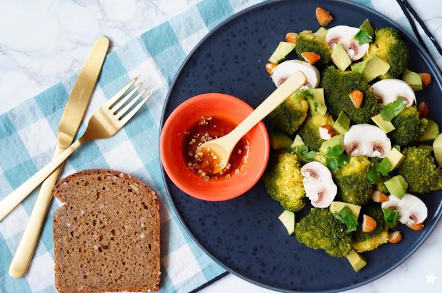 salade brocolis champignons amande avocat vegan healthyfood