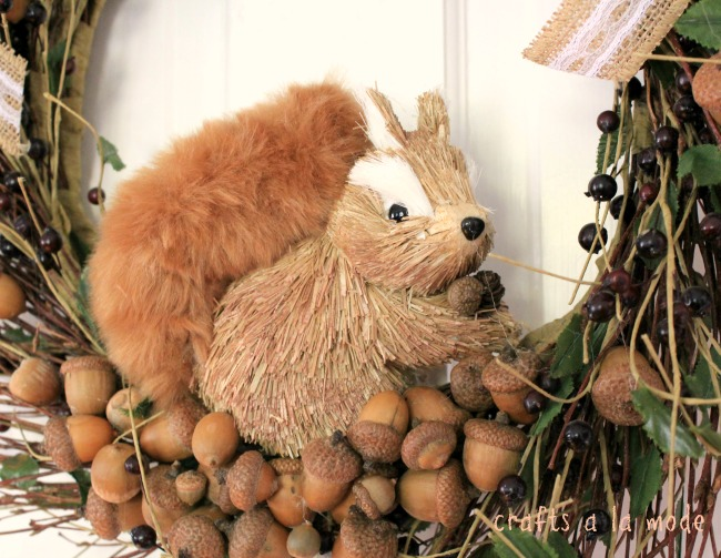 How to make a squirrel wreath