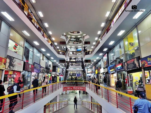 Vista da parte interna da Centro Comercial Presidente - Galeria do Reggae - Centro - São Paulo