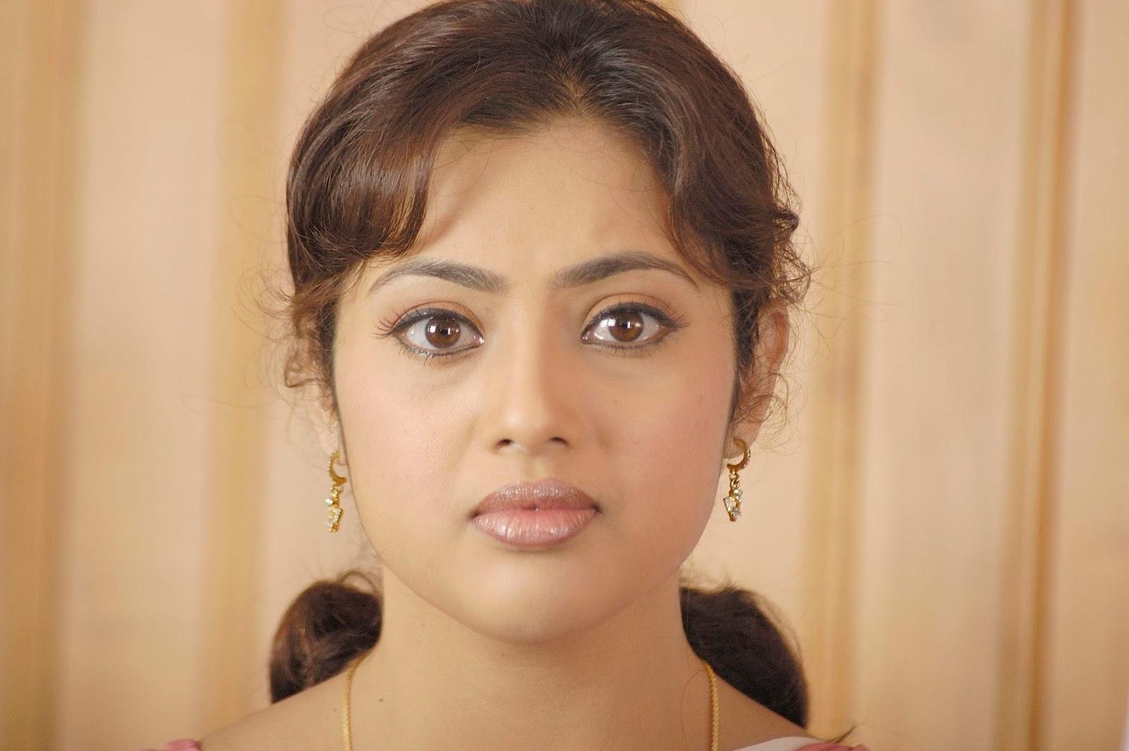 black-cum-actress-meena-sexiphotos