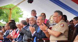Presidente Medina encabeza desfile en Santiago por Batalla del 30 de Marzo