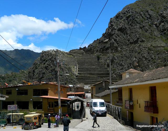 Centro da vila de Ollantaytambo, Peru