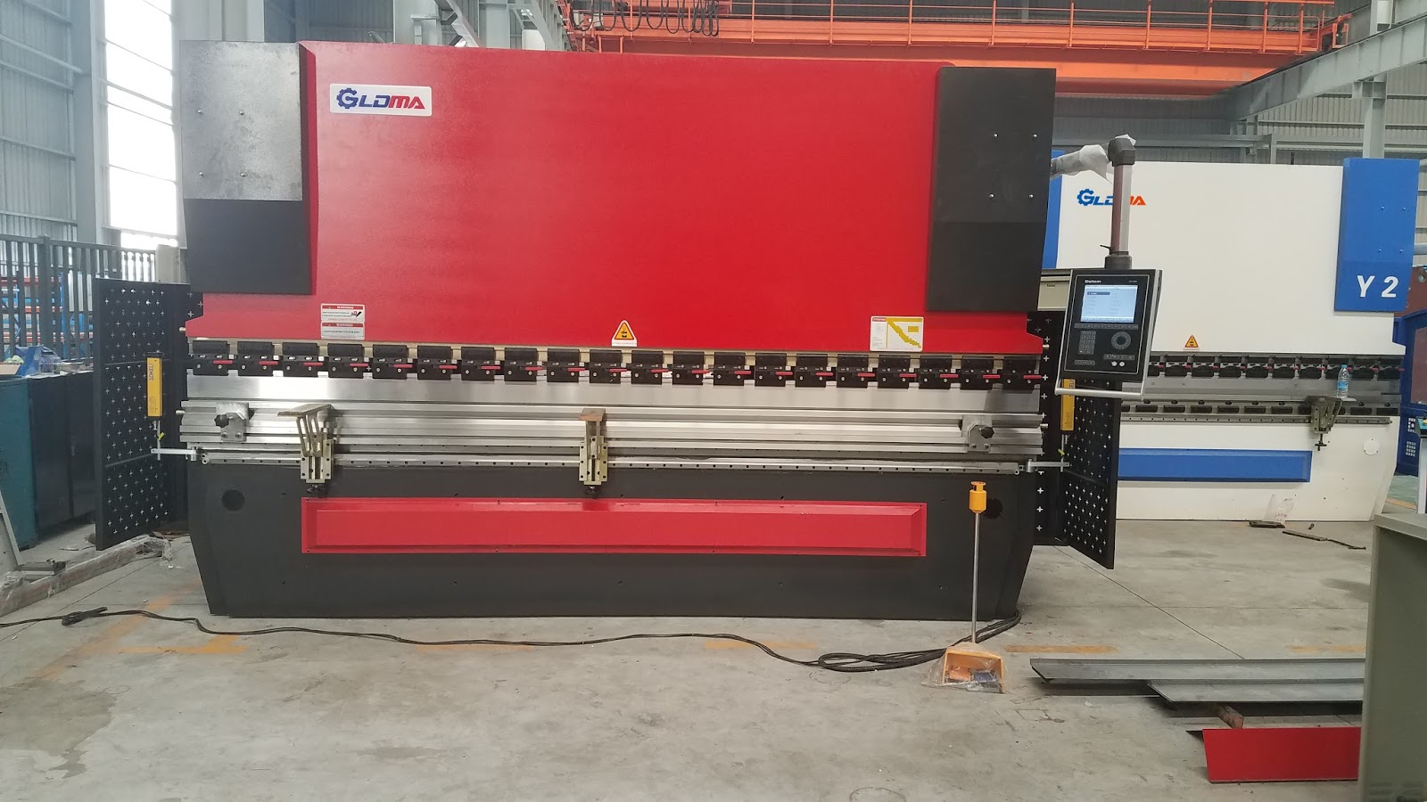 Automatic sheet metal bending machine