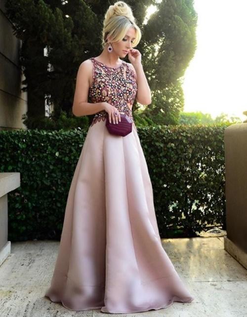vestido de festa com saia ampla bordado