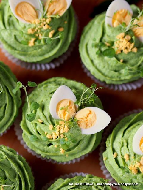 zielone babeczki, babeczki na majonezie, babeczki ze szpinakiem i groszkiem, szpinak, groszek zielony, wielkanoc, sniadanie wielkanocne, wielkanocny stol, wytrawne muffinki, zielono mi, wiosenne sniadanie, majonez ketrzynski
