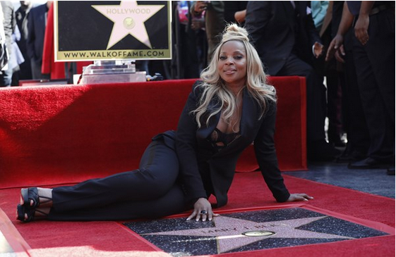 Mary-J-Blige-gets-Star-on-Hollywood-Walk-Of-Fame