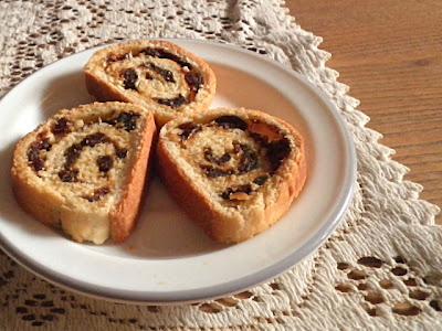Fruit & Nut Bread Recipe @ http://treatntrick.blogspot.com