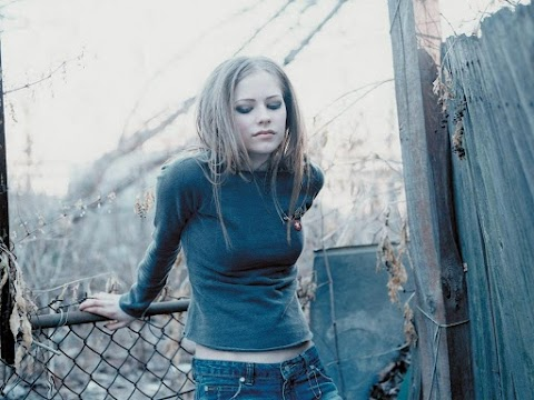 Escucha y descarga 'That Kinda Guy': un tema de Avril Lavigne descartado durante la era 'Let Go'