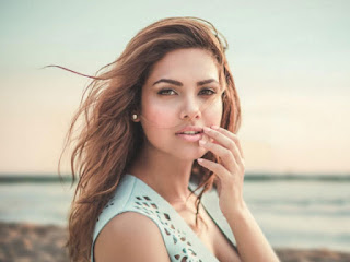 Esha Gupta, Biography, Profile, Biodata, Family , Husband, Son, Daughter, Father, Mother, Children, Marriage Photos.
