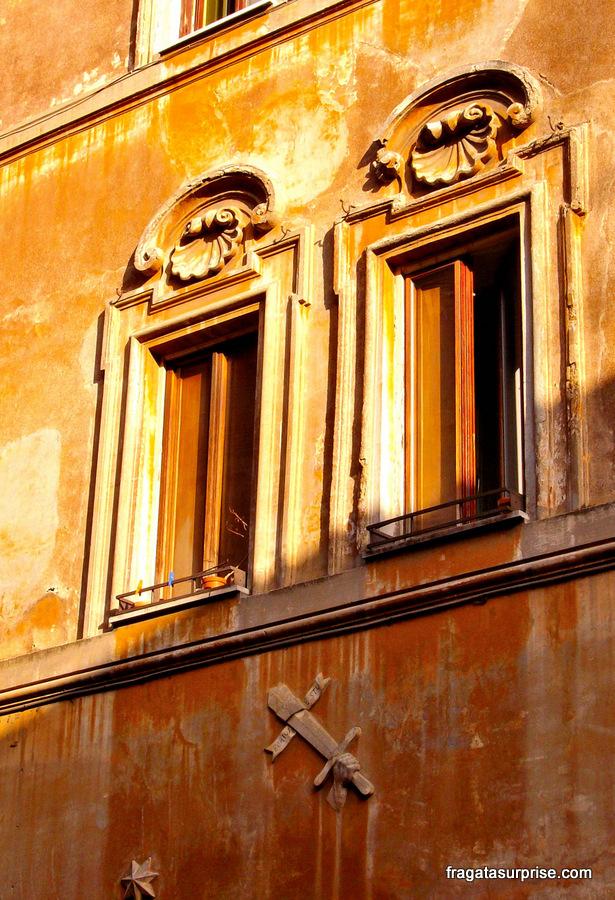 Fachada histórica em Roma