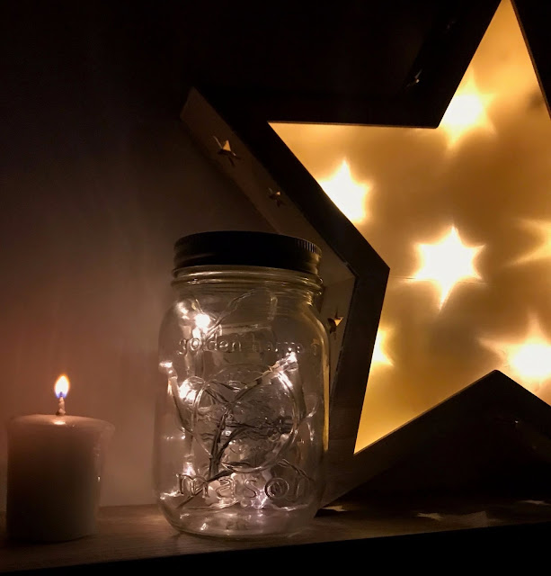 uses-for-fairy-lights-festive-lights-mason-jar-light-hack