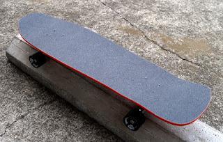ドックタウンスケートボードデッキにはデッキテープは付属してないため必ず注文してください。