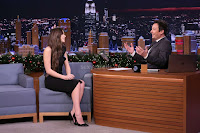 Hailee-Steinfeld-on-The-Tonight-Show-Starring-Jimmy-Fall_002-sexycelebs.in.jpg