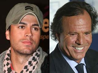 Julio al lado de su hijo Enrique Iglesias