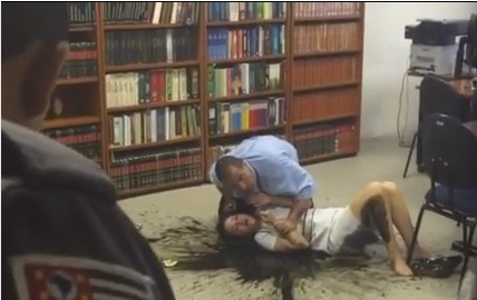 Maníaco invade fórum e faz vídeo forçando juíza a declará-lo inocente; assista