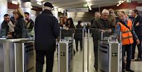 Αποτέλεσμα εικόνας για Ουρές ταλαιπωρίας στο μετρό: Άνεργοι και ΑμΕΑ περιμένουν το πάσο από τον Ιανουάριο