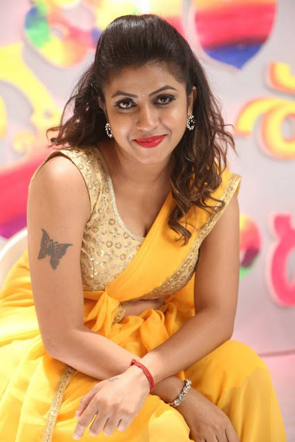 Spicy south actress cleavage images