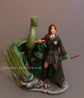 statuina fantasy personalizzata ragazza serpeverde drago orme magiche