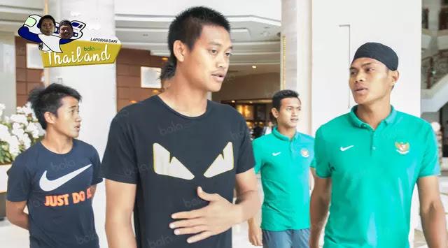 Masyaallah, Pemain Timnas Salat Jumat Di Bangkok, Uniknya Khutbahnya Bahasa Thailand