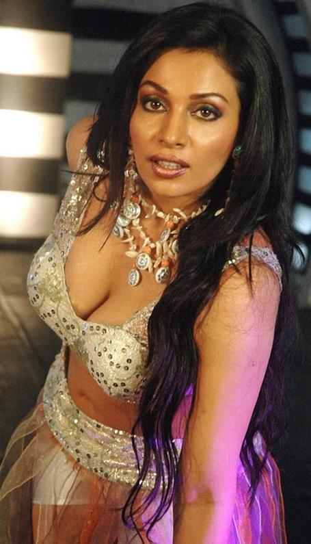 Tamannah bhatia hot thighs show in romance dance - 2 10